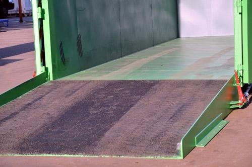 Gietrubbervloer voor trailer, vrachtwagen of laadbrug.